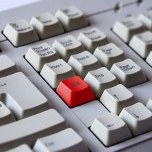LADJÁNSZKI Máté: Egy pókerfüggő billentyűzete Függőség – tetszőleges eszközzel